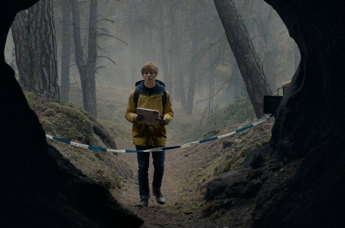 Netflix Dark Dizisi Kronolojik Anlatımı Sezon 1 Bölüm 1 SIRLAR